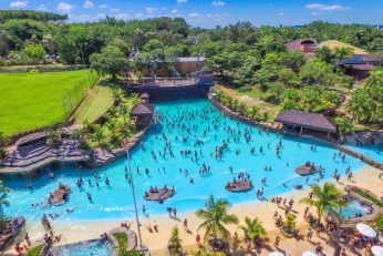 Vista Ampla da piscina de ondas a maior do Brasil